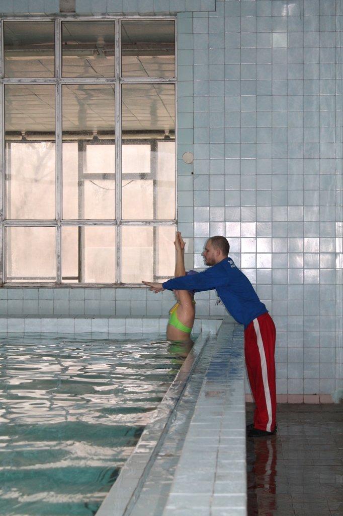 Фоторепортаж из артемовского бассейна: руководство ждет денег на ремонт и мечтает о создании тренерской базы, фото-1