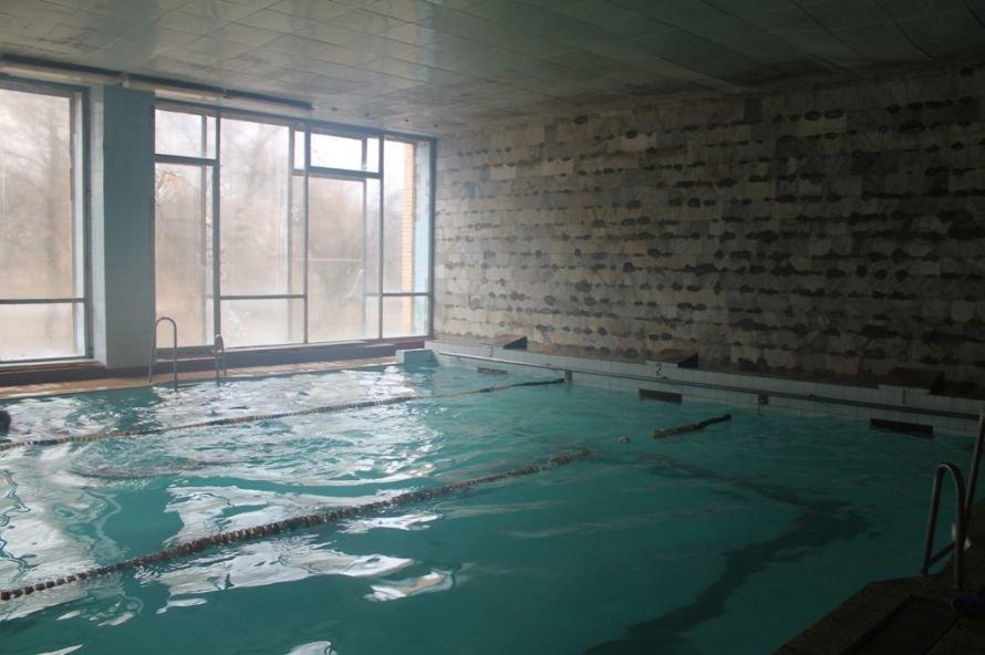 Фоторепортаж из артемовского бассейна: руководство ждет денег на ремонт и мечтает о создании тренерской базы, фото-3