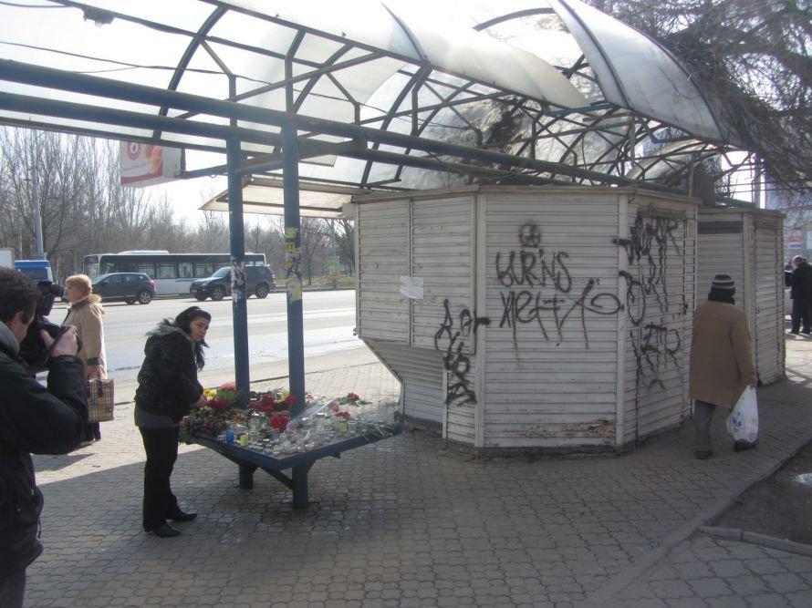 Родственники жертв трагедии на ж/м Победа сделали злосчастную остановку местом памяти (ФОТОРЕПОРТАЖ), фото-1