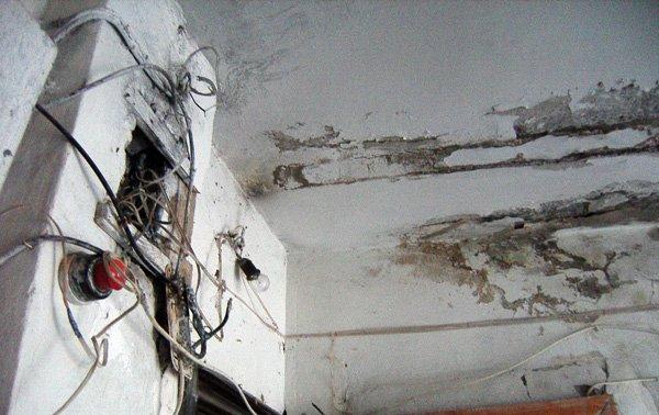 Жители одного из домов Горловки ждут ремонта кровли уже 10 лет, фото-1