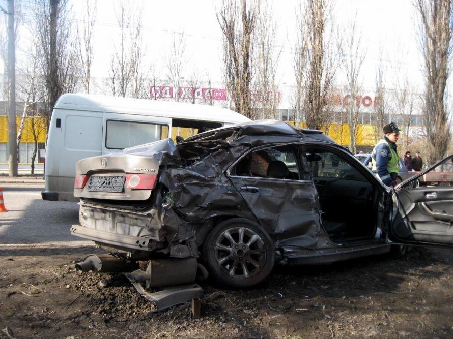 В Макеевке на встречной полосе столкнулись «Хонда Аккорд» и «Мерседес» (фото), фото-1