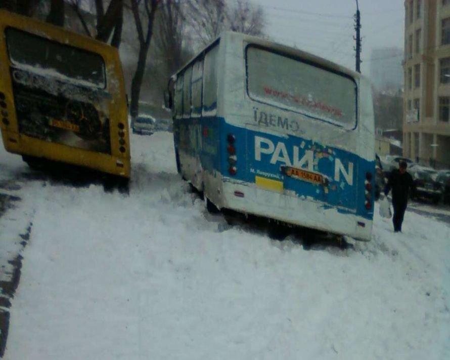 Армагеддонный снегопад в конце марта в Киеве парализовал столицу (ФОТО, ВИДЕО), фото-1