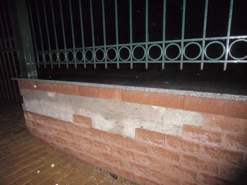 «Школа Януковича» разваливается по кирпичику фото 6