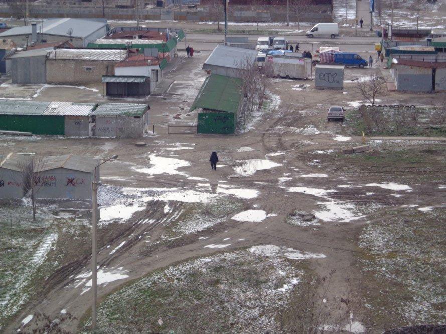 Запорожский сквер: разломанные лавочки и грязь по колено (ФОТО), фото-2