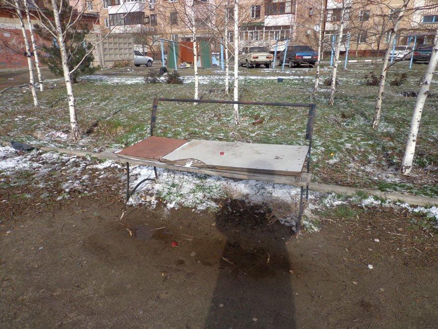 Запорожский сквер: разломанные лавочки и грязь по колено (ФОТО), фото-6