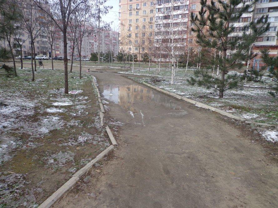 Запорожский сквер: разломанные лавочки и грязь по колено (ФОТО), фото-5