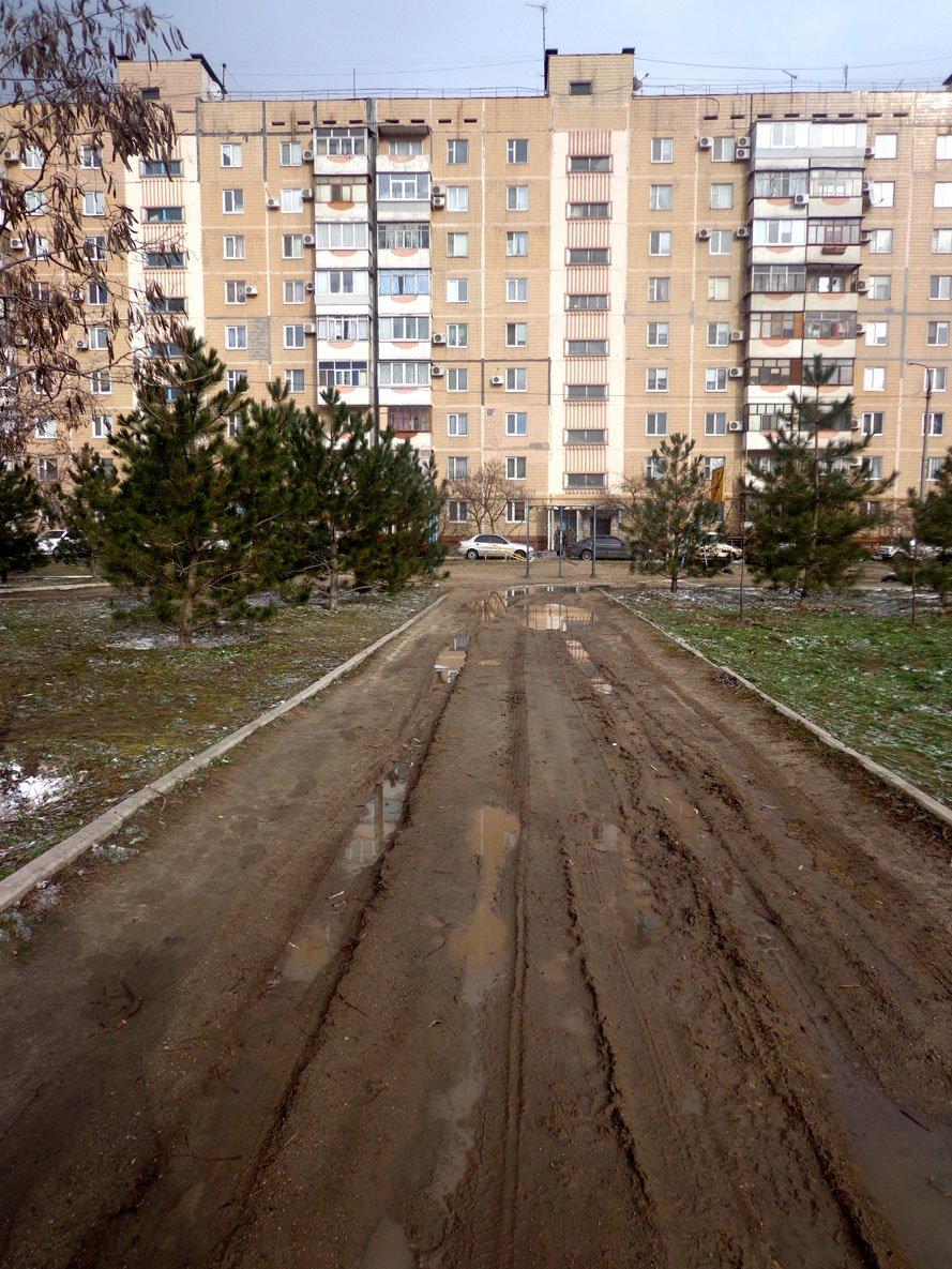 Запорожский сквер: разломанные лавочки и грязь по колено (ФОТО), фото-9