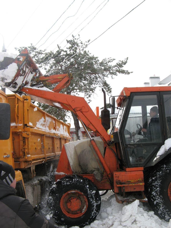 В Сумах ликвидируют последствия снегопада, фото-1