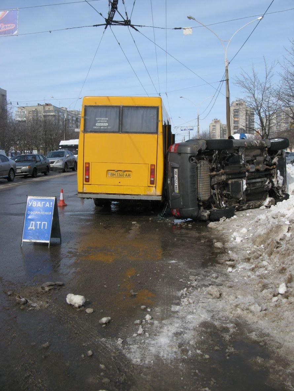 В Сумах на Харьковской перевернулся автомобиль (ОБНОВЛЕНО), фото-1
