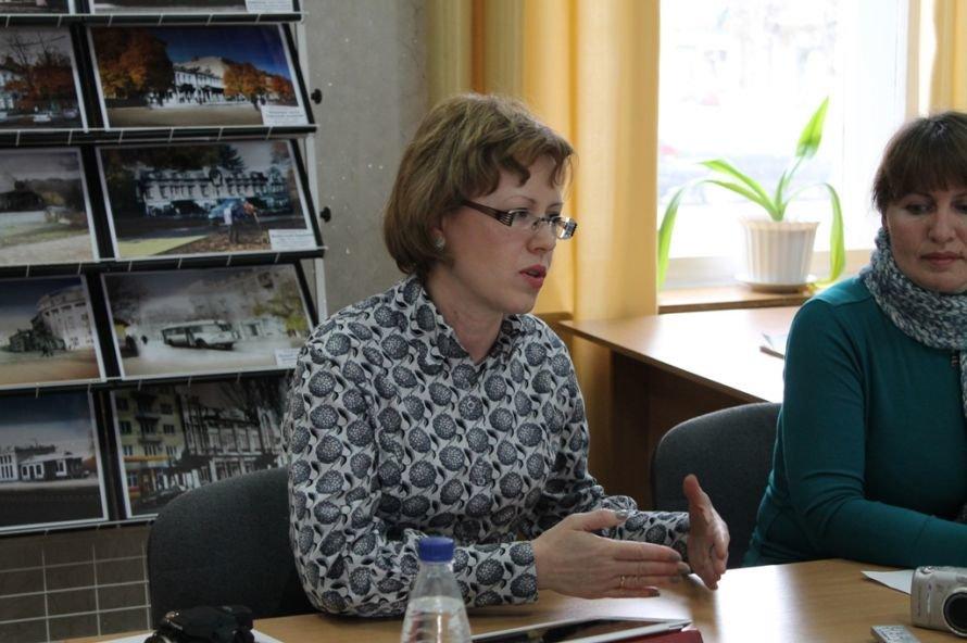 В Артемовской библиотеке обсуждали тему туризма и формирования имиджа города, фото-1