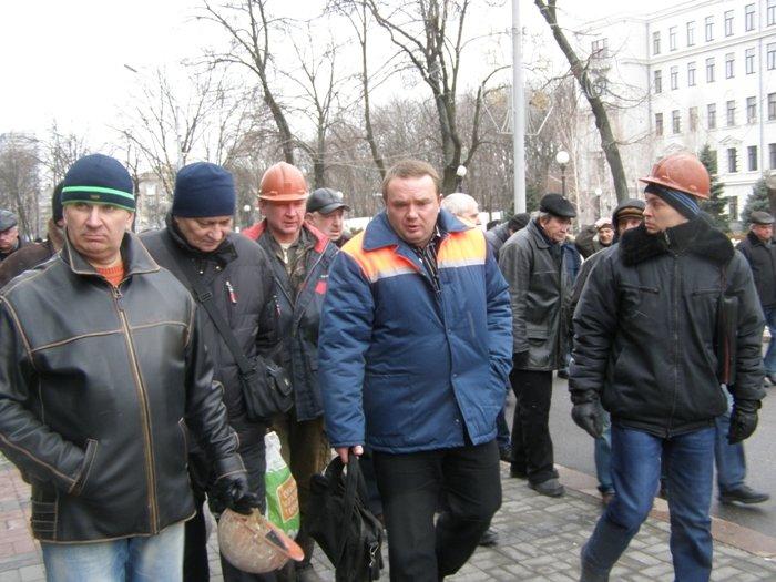 Милиция наказала организаторов пикета метростроевцев за то, что те требовали зарплату (ФОТО), фото-1