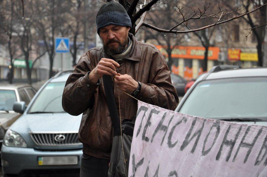 Заложник системы: на запорожского бездомного сыпятся угрозы и оскорбления (ФОТО, ВИДЕО), фото-1