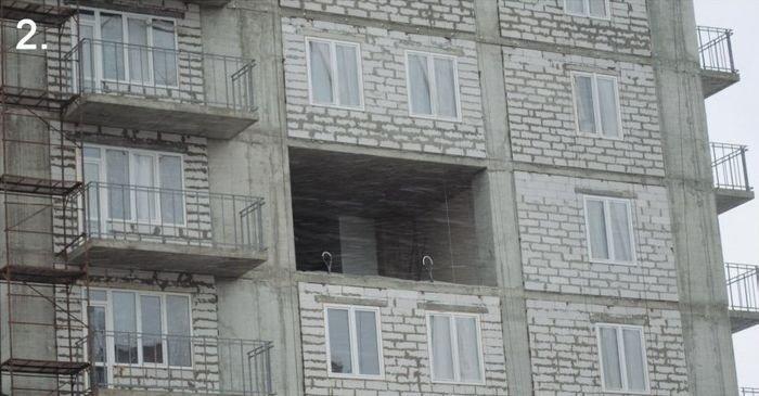 В донецкой  новостройке ветром выдуло стену (фото), фото-1