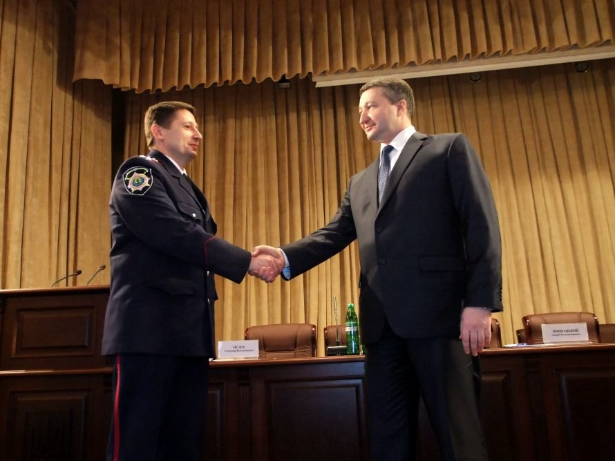 Итоги среды: Донетчане не знают своих депутатов, назначен новый начальник областной милиции, в донецких новостройках ветром сдувает стены, фото-1
