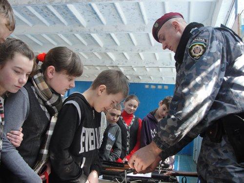 Кировоградские милиционеры провели для школьников открытый урок, фото-1