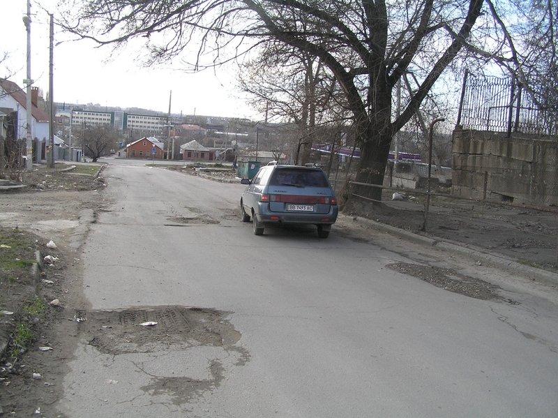В Луганске улица, где расположен гараж областной администрации, вся покрыта выбоинами (ФОТО), фото-1