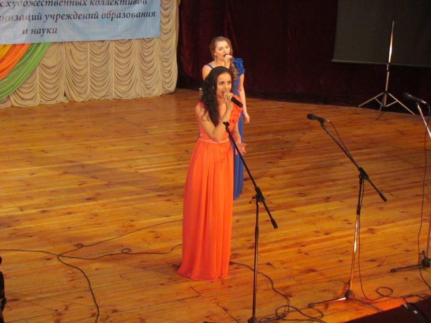 В Мариуполе члены профосоюза пели, танцевали и угощали виноградом (ФОТО), фото-8