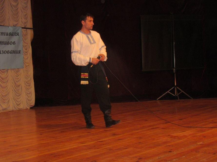 В Мариуполе члены профосоюза пели, танцевали и угощали виноградом (ФОТО), фото-7