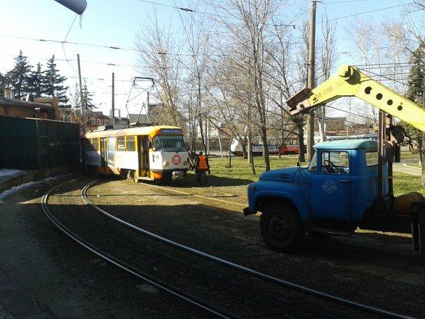 трамвай с рельсов