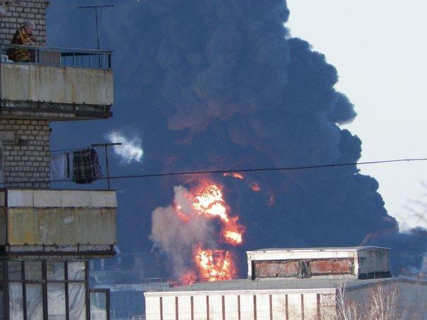 Село Луганское Артемовского района охватил черный дым из-за пожара на Углегорской ТЭС (ВИДЕО), фото-1