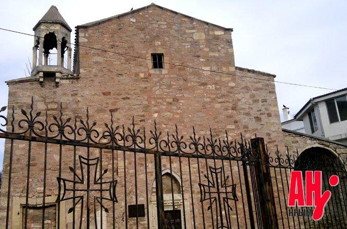 В Феодосии вот-вот рухнет церковь пятнадцатого века, фото-1