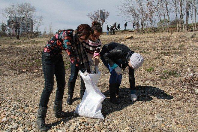 Убирать симферопольское водохранилище собрались 400 человек (ФОТО), фото-1
