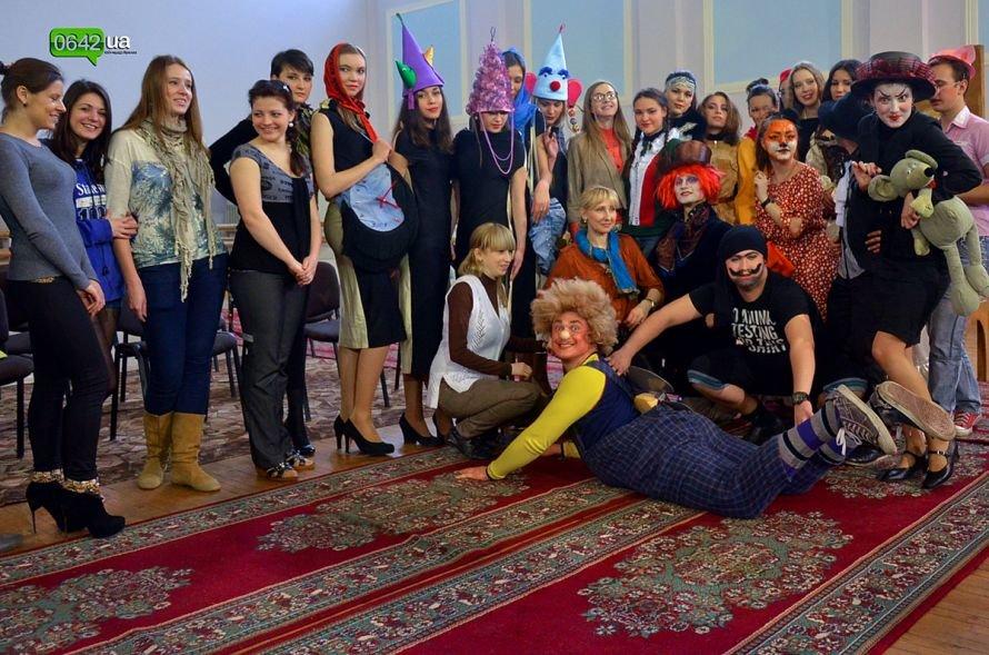 Студенты Луганской Академии искусств отметили День Юмора безумным чаепитием (ФОТО), фото-5
