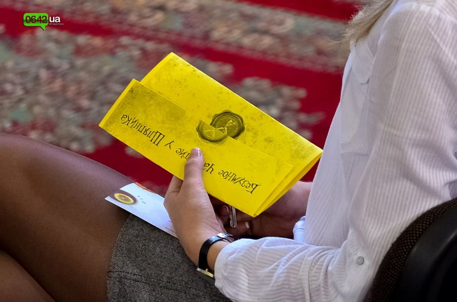 Студенты Луганской Академии искусств отметили День Юмора безумным чаепитием (ФОТО), фото-1