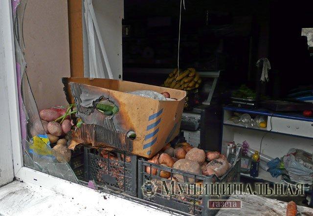 В центре Донецка горел популярный гастроном, фото-2