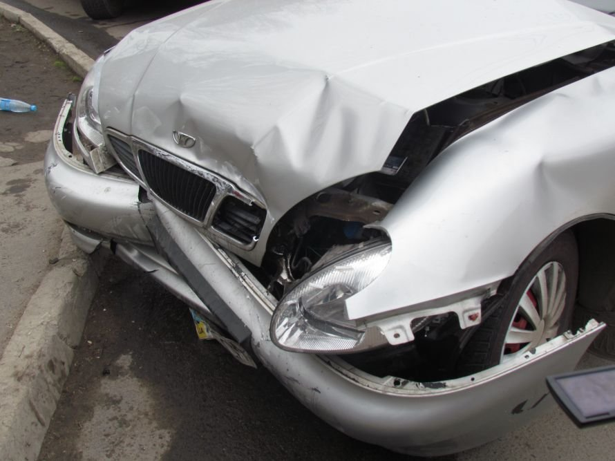 В Мариуполе девушка на Hyundai попала в ДТП (ФОТОФАКТ), фото-2