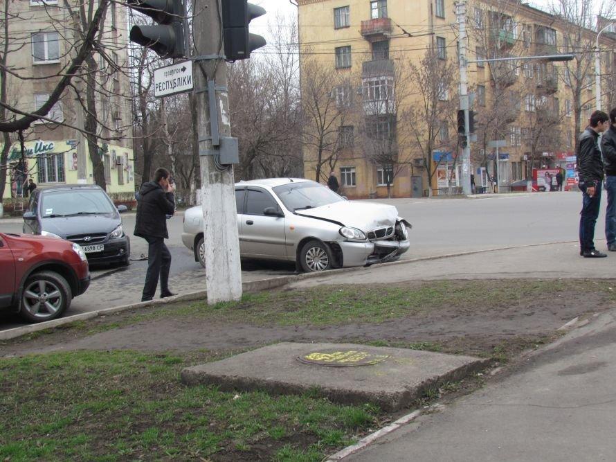 В Мариуполе девушка на Hyundai попала в ДТП (ФОТОФАКТ), фото-1