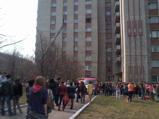 В Донецкой области загорелось многоэтажное общежитие для студентов иняза (фото), фото-1