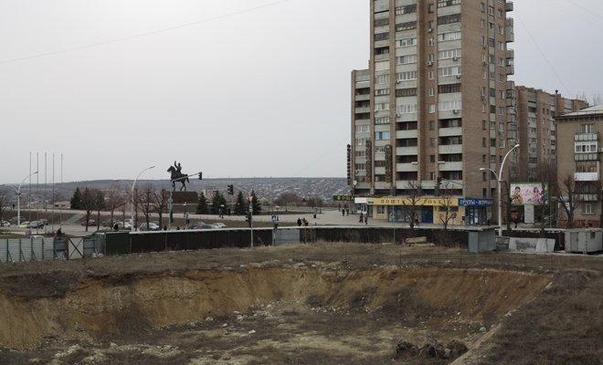 В Луганске из-за котлована бывшего оппозиционера может разрушиться 16-этажный дом (ФОТО), фото-3