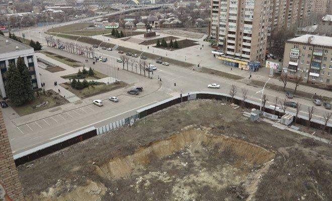 В Луганске из-за котлована бывшего оппозиционера может разрушиться 16-этажный дом (ФОТО), фото-4