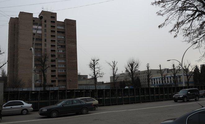 В Луганске из-за котлована бывшего оппозиционера может разрушиться 16-этажный дом (ФОТО), фото-1