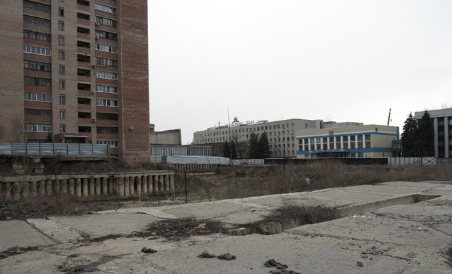 В Луганске из-за котлована бывшего оппозиционера может разрушиться 16-этажный дом (ФОТО), фото-2