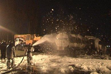 В результате опрокидывания цистерны с топливом, пострадал водитель бензовоза (ОБНОВЛЕНО), фото-5