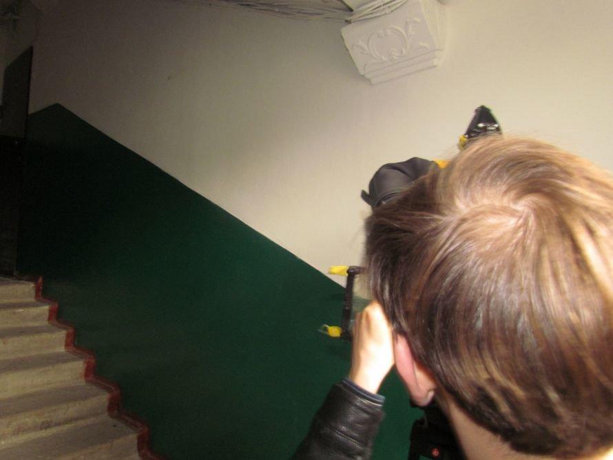 В Мариуполе окна в подъездах «переодевают» в пластик (ФОТО), фото-4