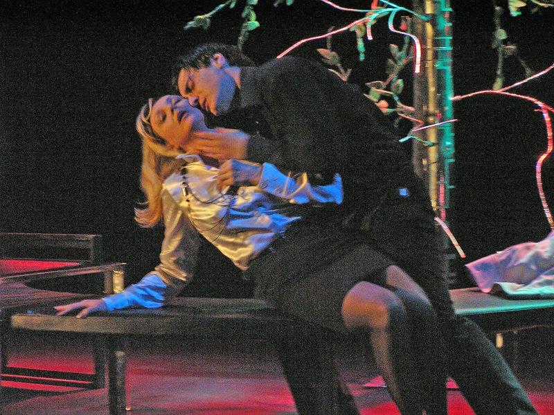 «Ненормальная» премьера на сцене Луганского русского драмтеатра смотрится на одном дыхании (ФОТО), фото-9