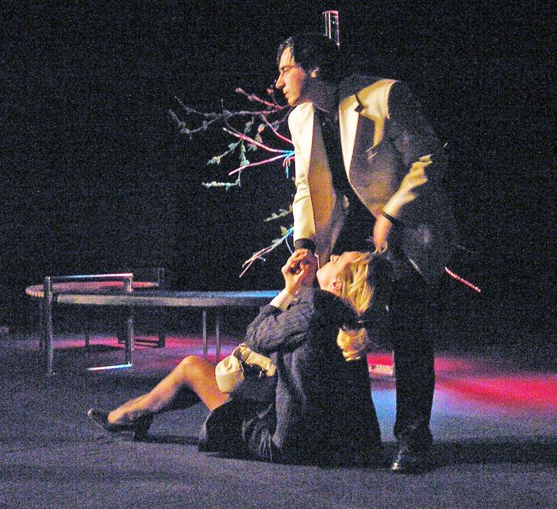 «Ненормальная» премьера на сцене Луганского русского драмтеатра смотрится на одном дыхании (ФОТО), фото-5