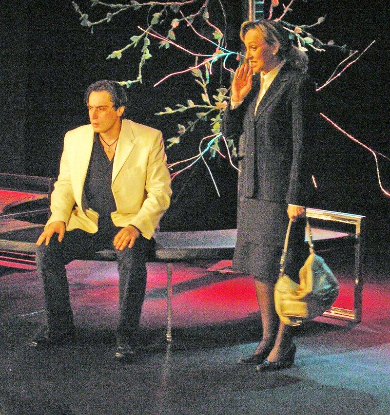 «Ненормальная» премьера на сцене Луганского русского драмтеатра смотрится на одном дыхании (ФОТО), фото-1