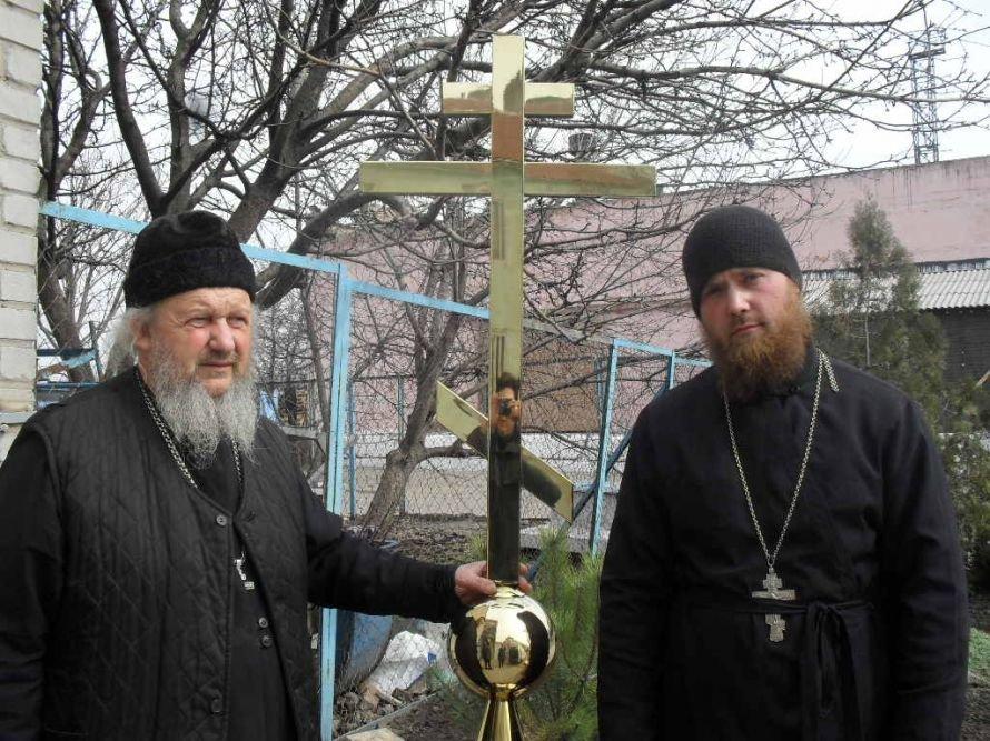 В Днепродзержинскую колонию привезли церковные купола, фото-1