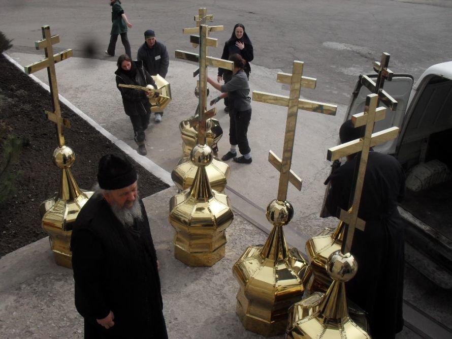 В Днепродзержинскую колонию привезли церковные купола, фото-3