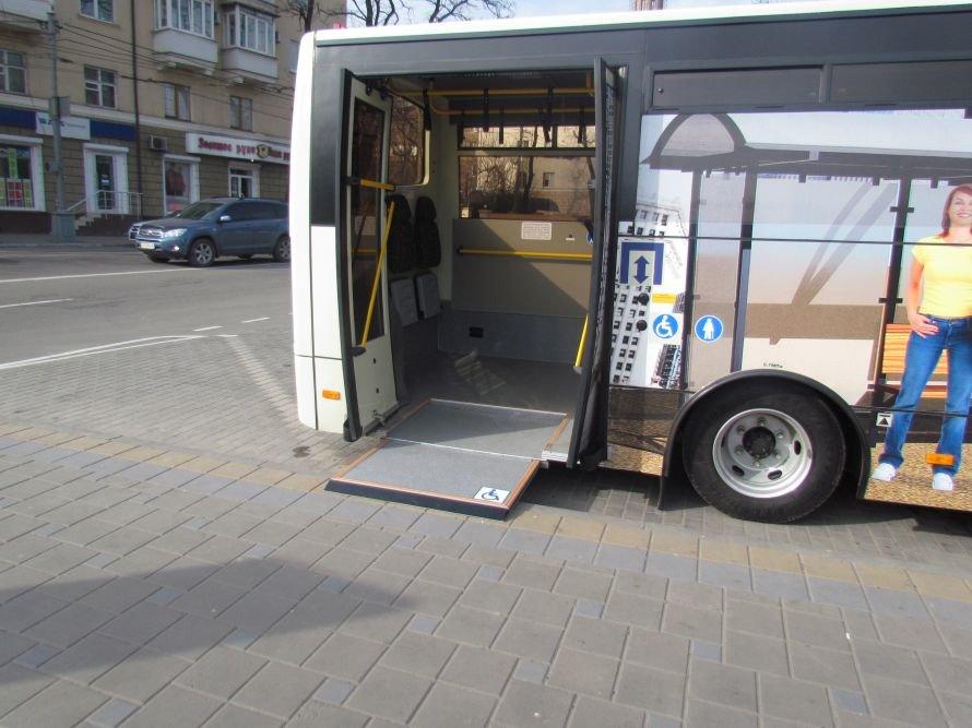 В Мариуполе презентовали автобус для инвалидов (ФОТО), фото-1