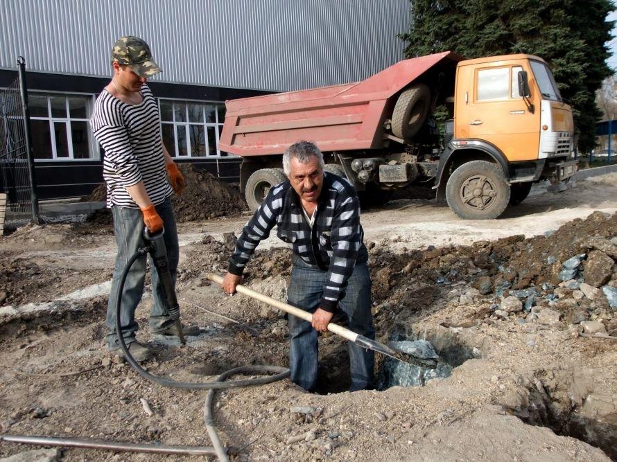 В Донецке легкоатлеты начали тренировки на реконструированном  стадионе «Кировец» (фото), фото-1