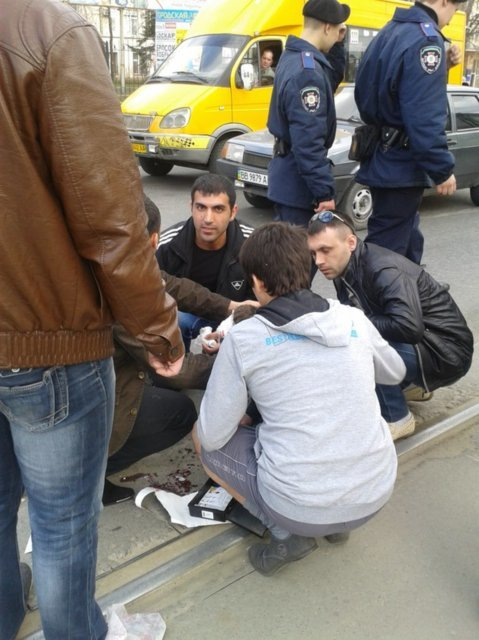 В Луганске иномарка сбила парня, который выходил из 13-го трамвая (ФОТО), фото-1