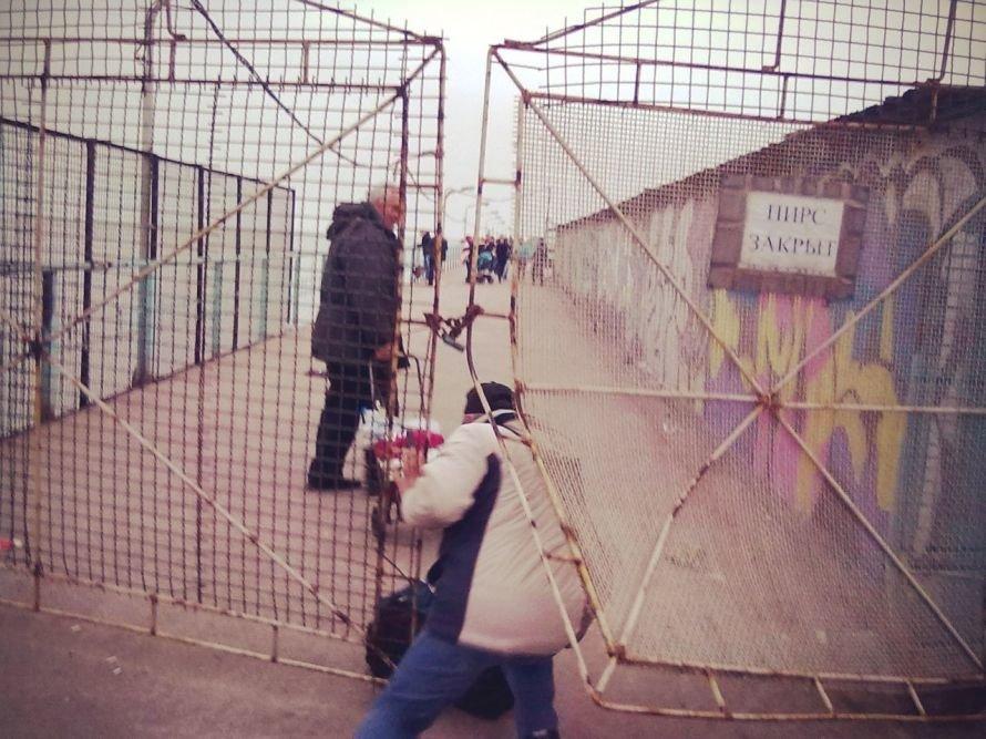 Мариупольские рыболовы-любители штурмуют закрытые азовстальские пирсы (ФОТО), фото-2