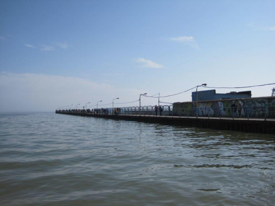 Мариупольские рыболовы-любители штурмуют закрытые азовстальские пирсы (ФОТО), фото-6