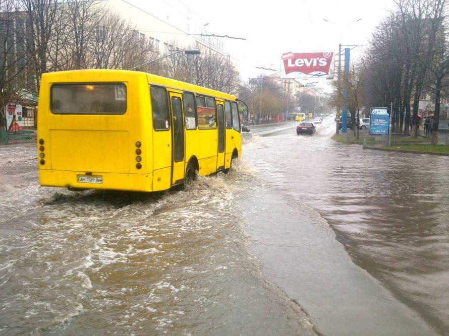 В  Мариуполе во время апрельского ливня затопило центральный проспект (ФОТОФАКТ), фото-2