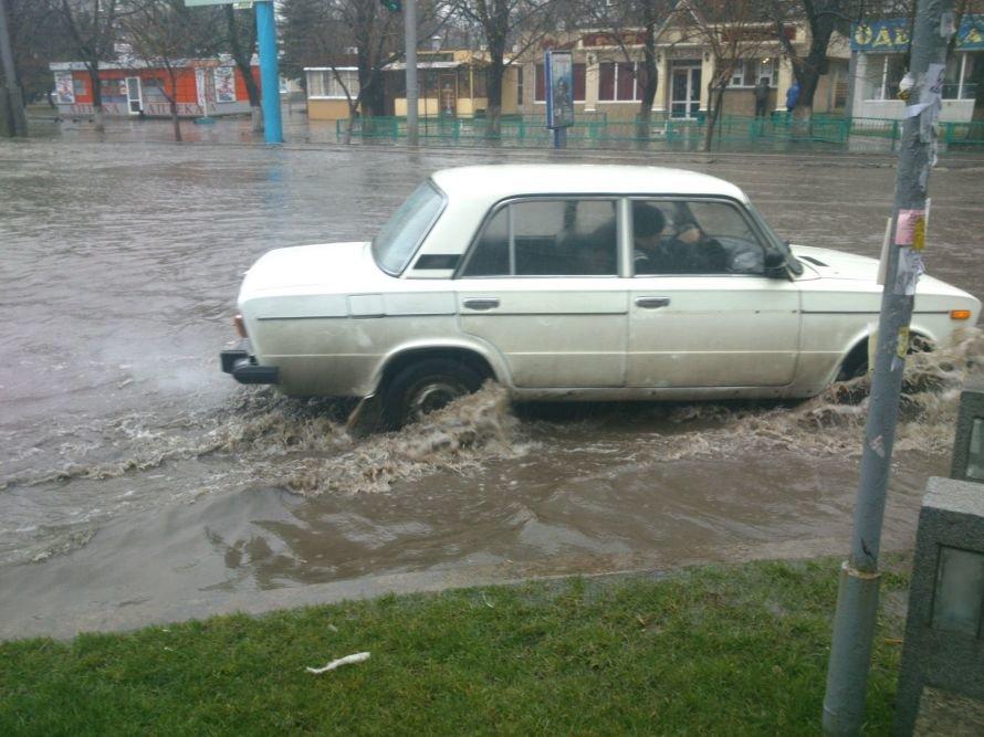 В  Мариуполе во время апрельского ливня затопило центральный проспект (ФОТОФАКТ), фото-1